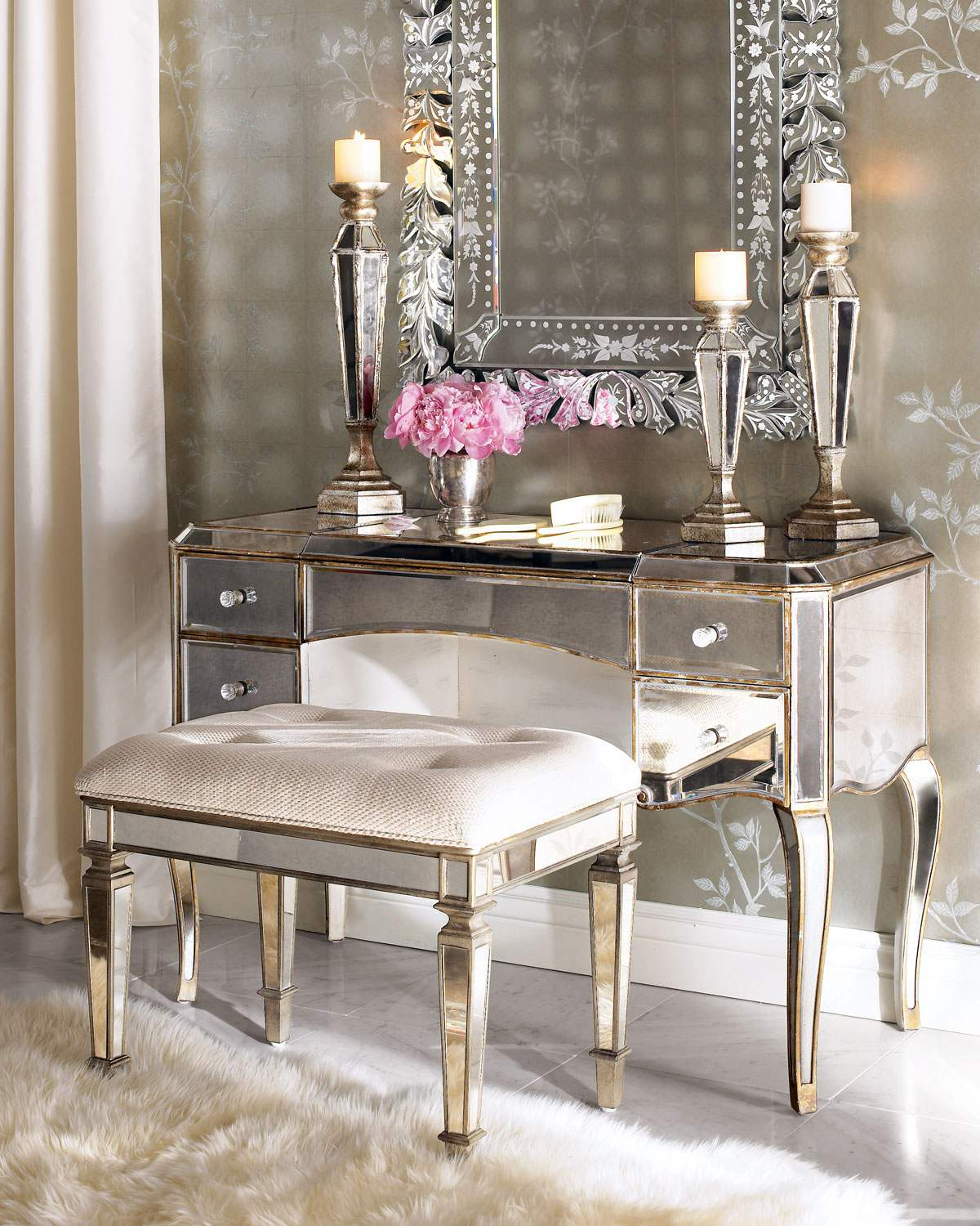 Picture of: Fancy Bedroom Vanity Desk