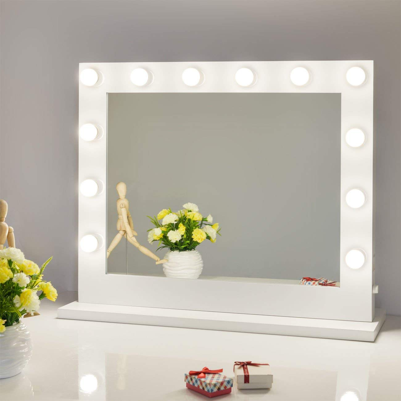 Image of: Hollywood Vanity Mirror with Light