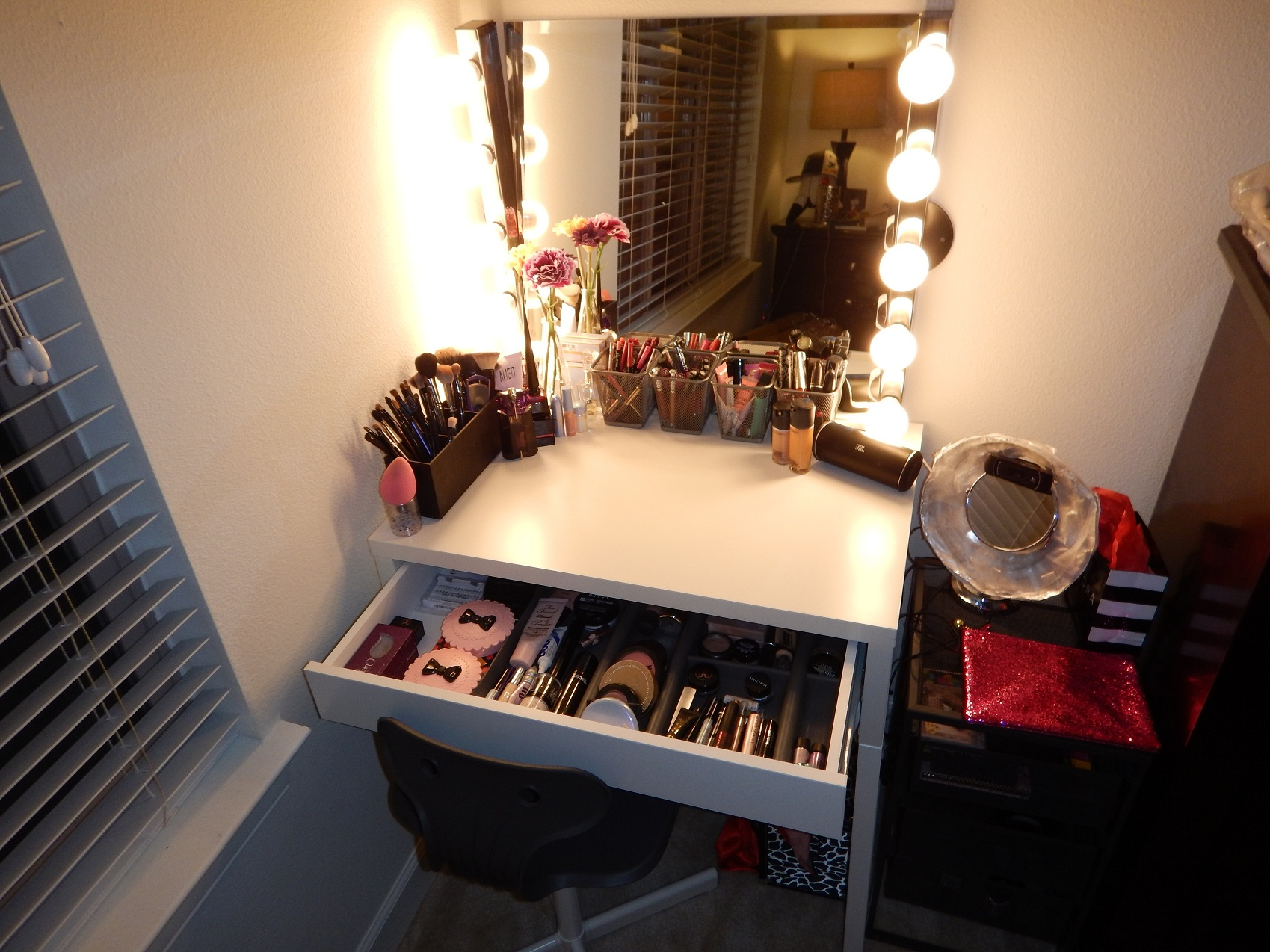 Picture of: How to Make a Makeup Vanity with Lights