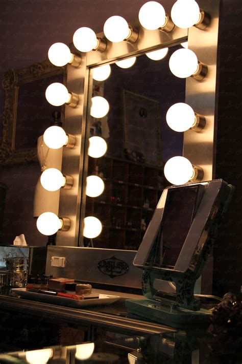 Picture of: Innovative Hollywood Vanity Mirror With Lights