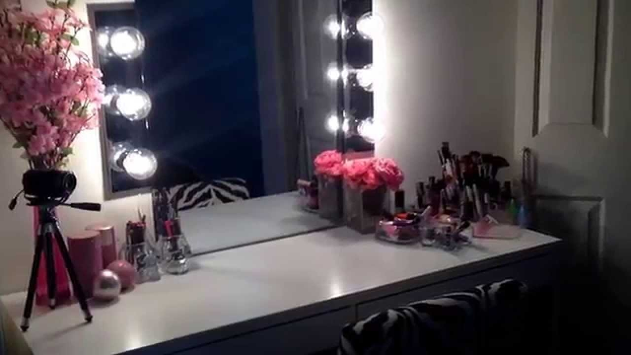 Picture of: Interest Vanity Table With Lights