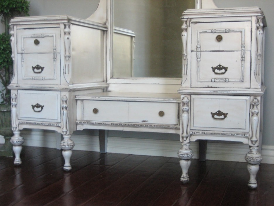 Picture of: Large White Bedroom Vanity