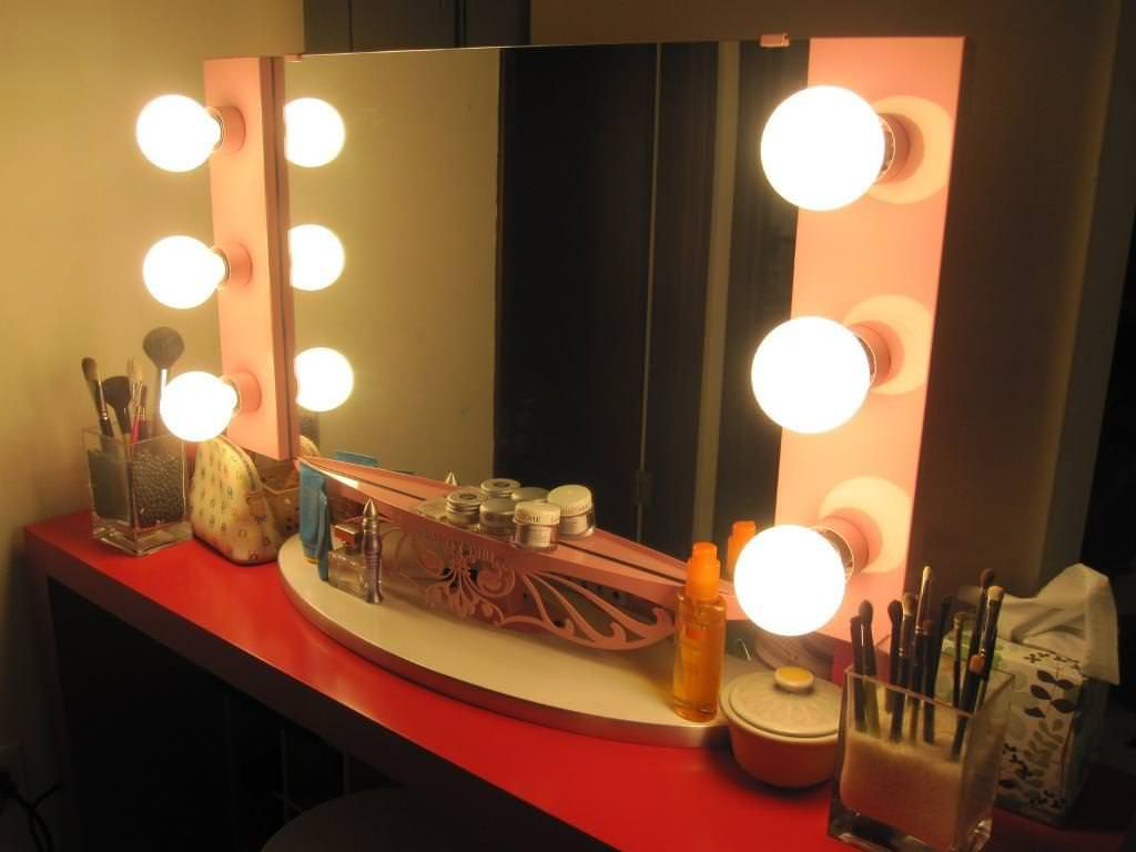 Picture of: Lighted Vanity Mirror With Lights