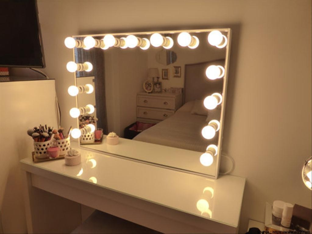 Lovely Vanity Mirror With Lights