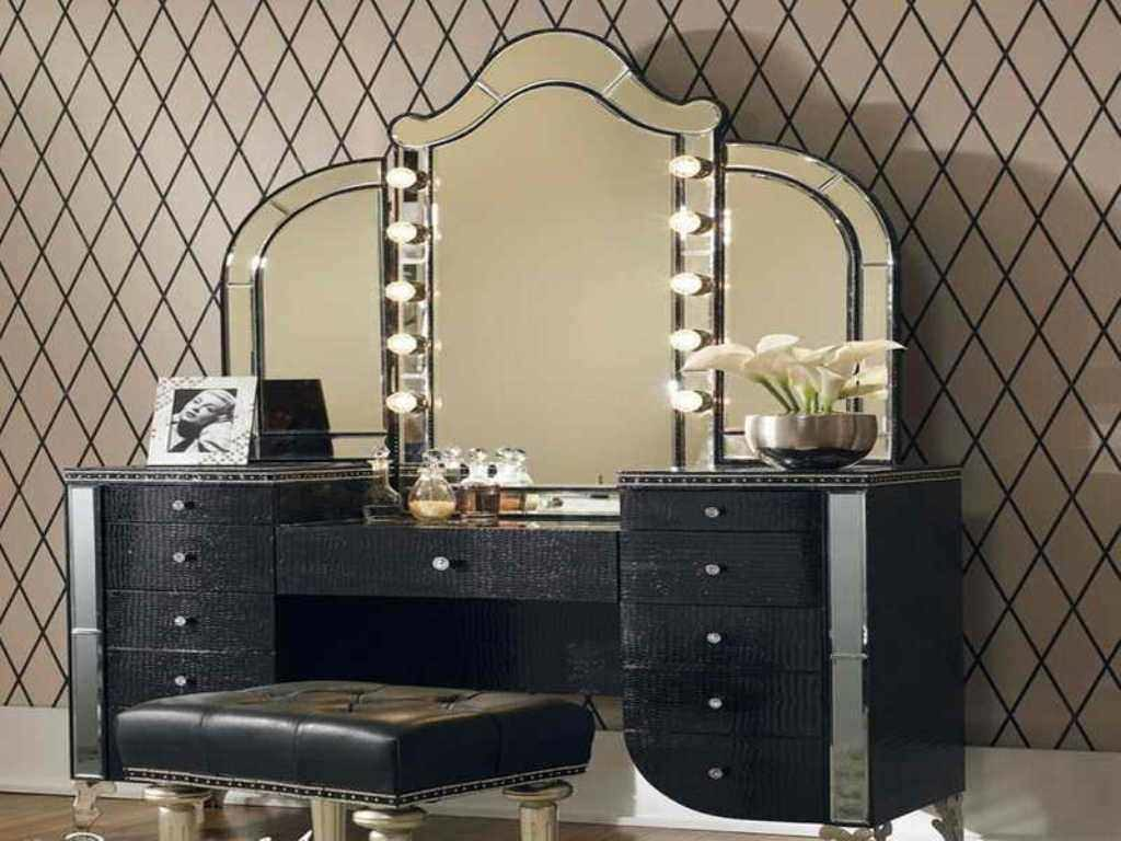 Picture of: Luxury Vanity Set With Lights
