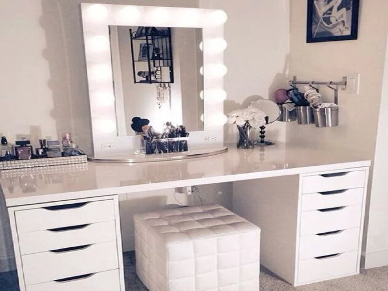 Picture of: Luxury Vanity Set With Mirror