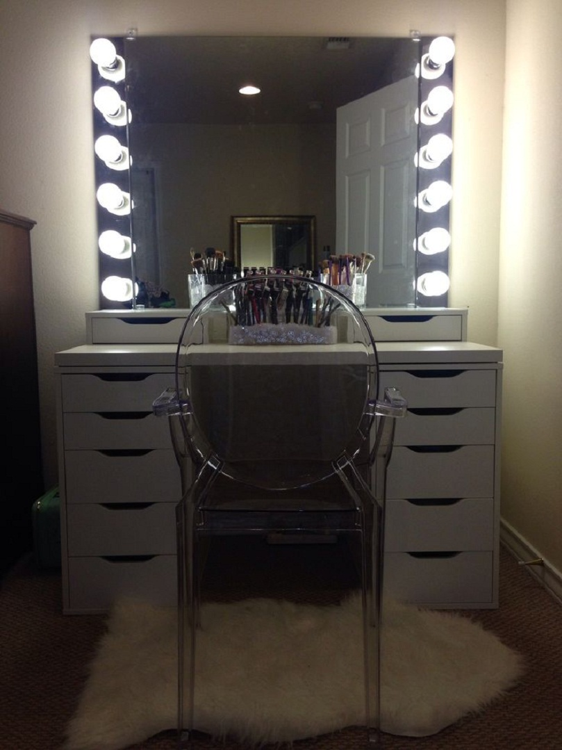 Image of: Mahogany Bedroom Vanity With Lights