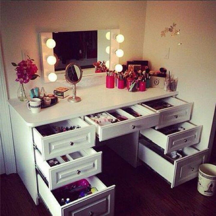 Picture of: Makeup Vanity Table With Lights Drawer
