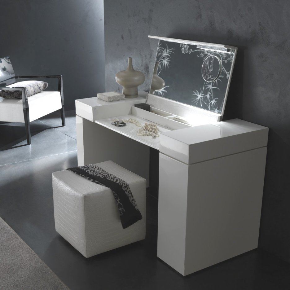 Picture of: Modern Bedroom Vanity Mirror
