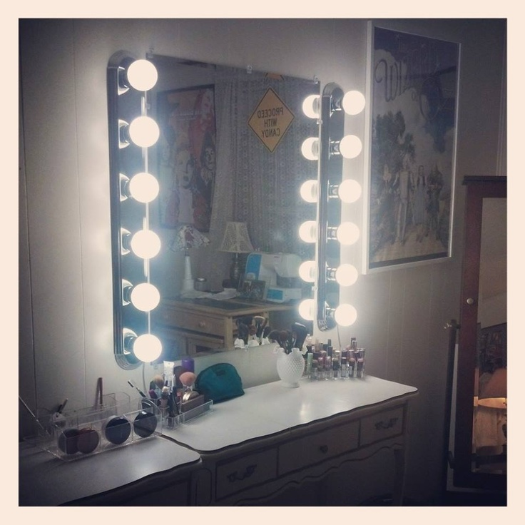 Picture of: Nice Hollywood Vanity Mirror With Lights