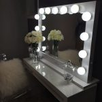 Ornament Hollywood Vanity Mirror With Lights