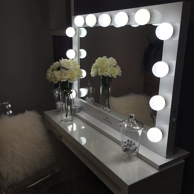 Picture of: Ornament Hollywood Vanity Mirror With Lights