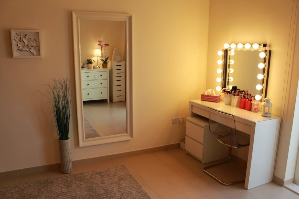 Image of: Photos Bedroom Vanity With Lights