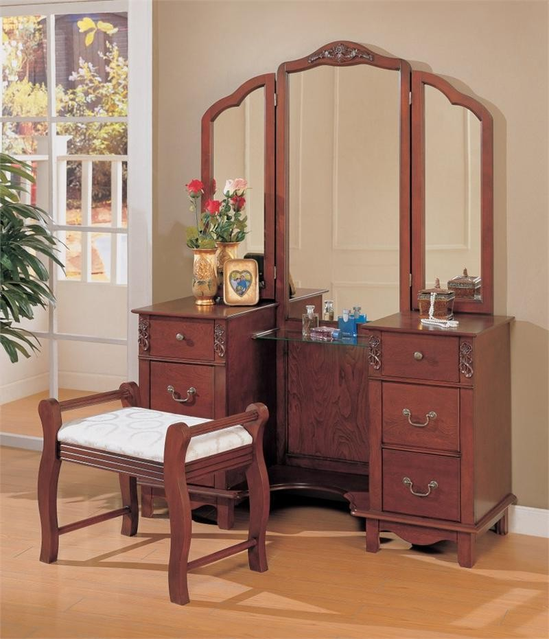 Picture of: Simple Bedroom Vanity Mirror