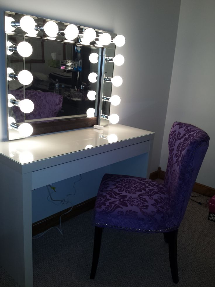 Picture of: Simple Hollywood Vanity Mirror With Lights