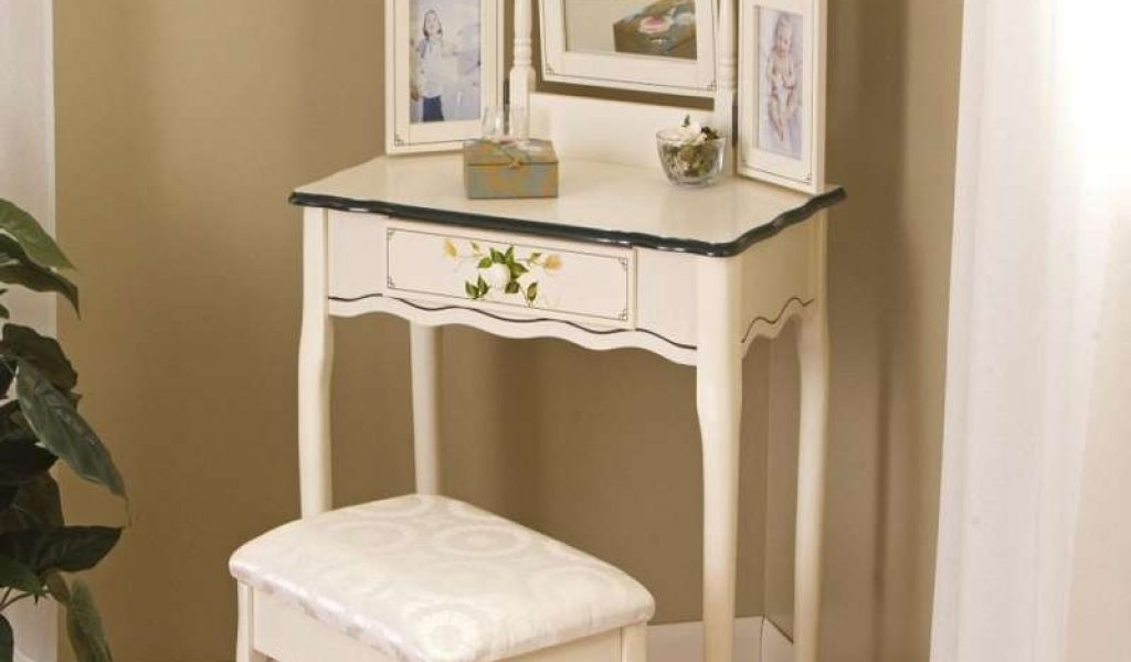 Image of: Small Bedroom Vanity IKEA
