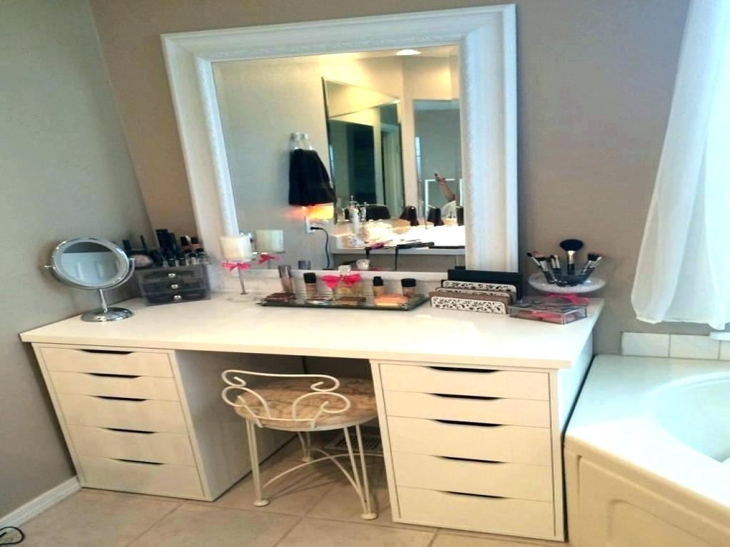 Image of: Small Bedroom Vanity Sets