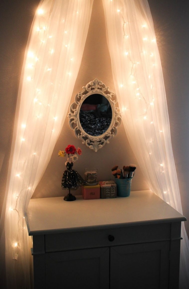 Image of: Small Bedroom Vanity With Lights