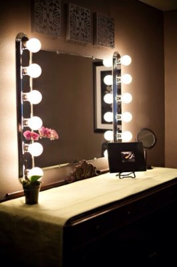 Picture of: System Hollywood Vanity Mirror With Lights