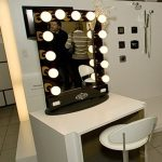 Traditional Hollywood Vanity Mirror With Lights