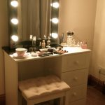 Traditional Makeup Vanity Table With Lights