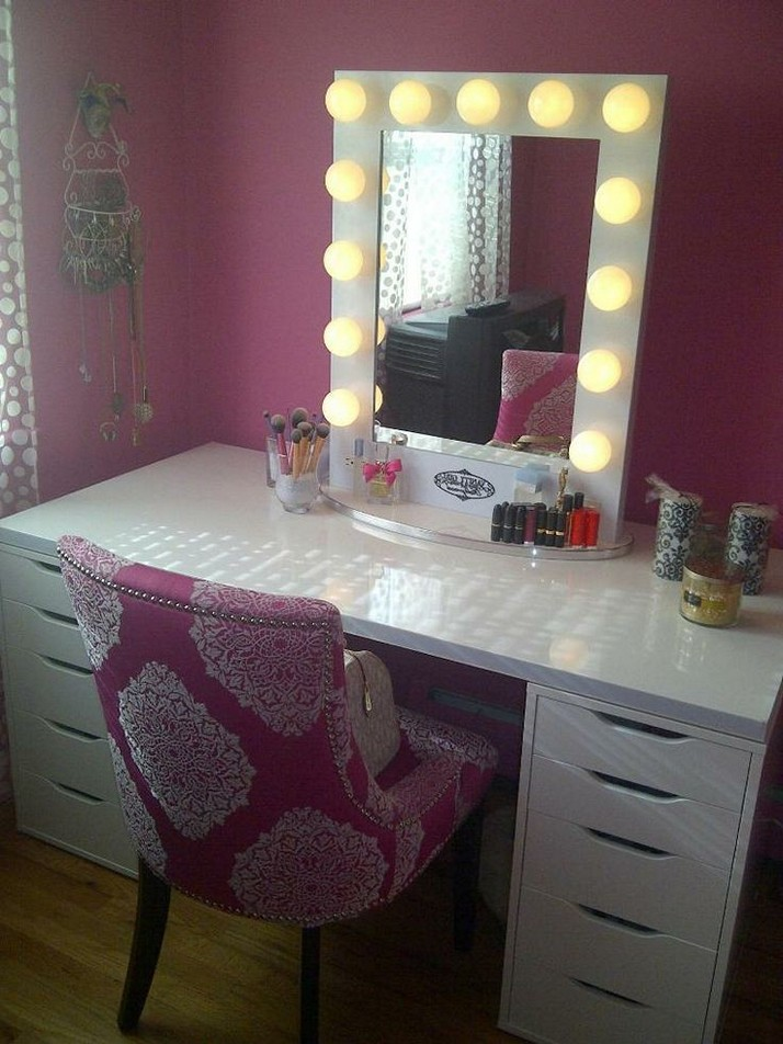Picture of: Unusual Makeup Vanity Table With Lights