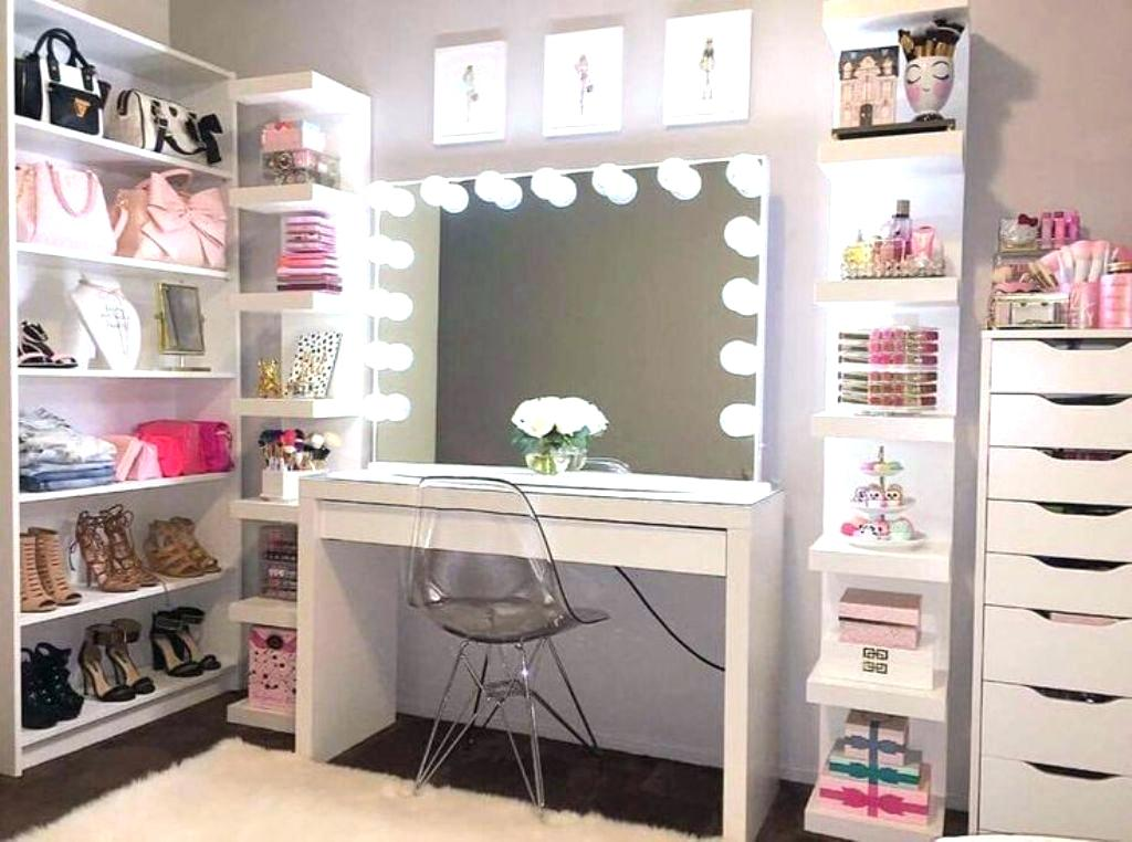 Picture of: Vanities for Bedroom with Lights Pictures
