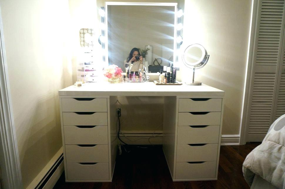 Picture of: Vanity Desk with Mirror Decor