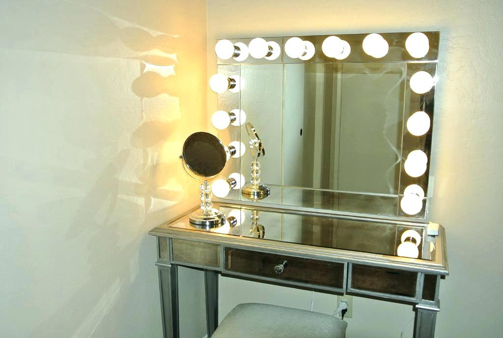 Image of: Vanity-Light-Bar-Battery-Operated