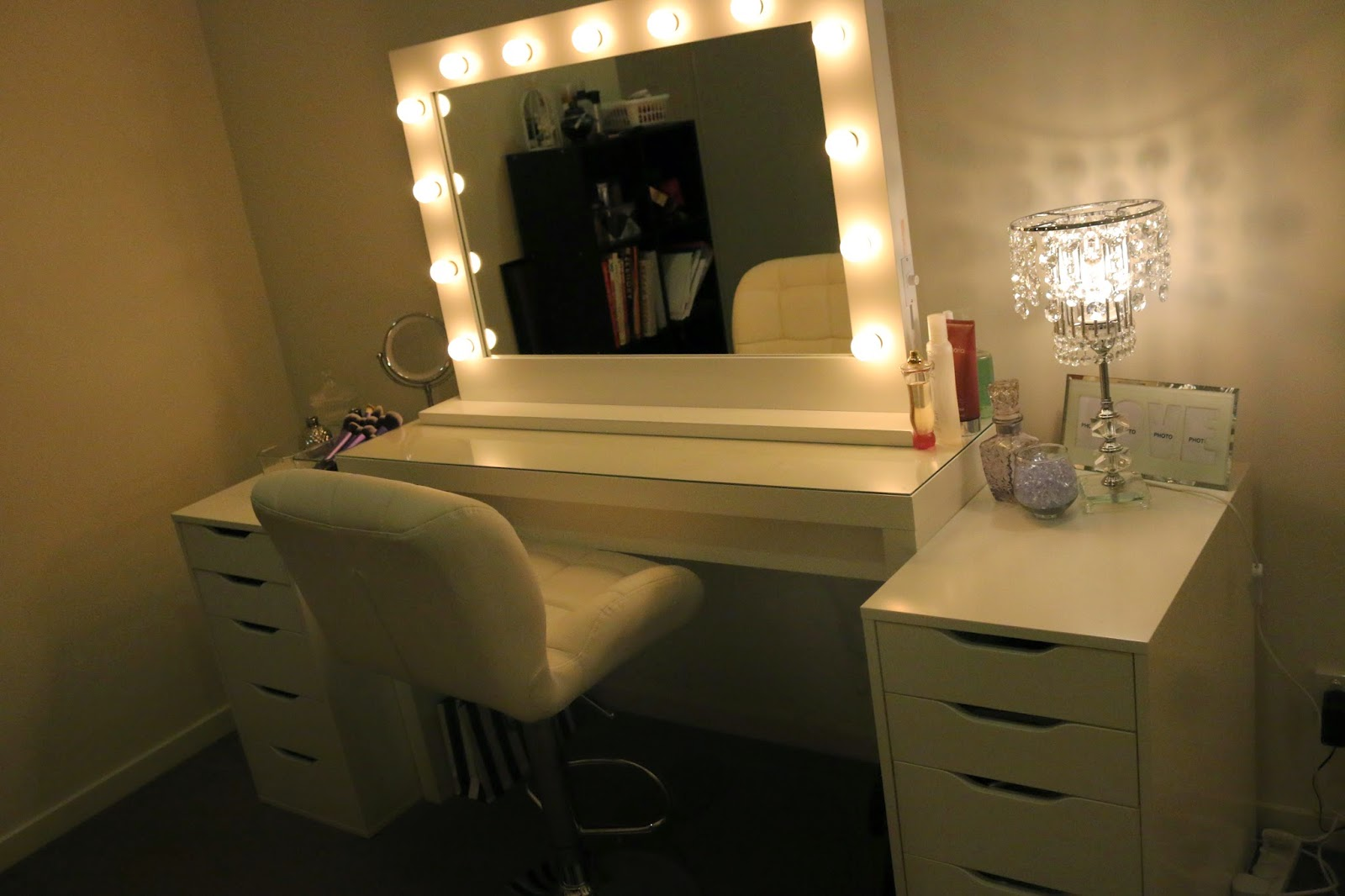 Image of: Vanity Lights Ikea Makeup