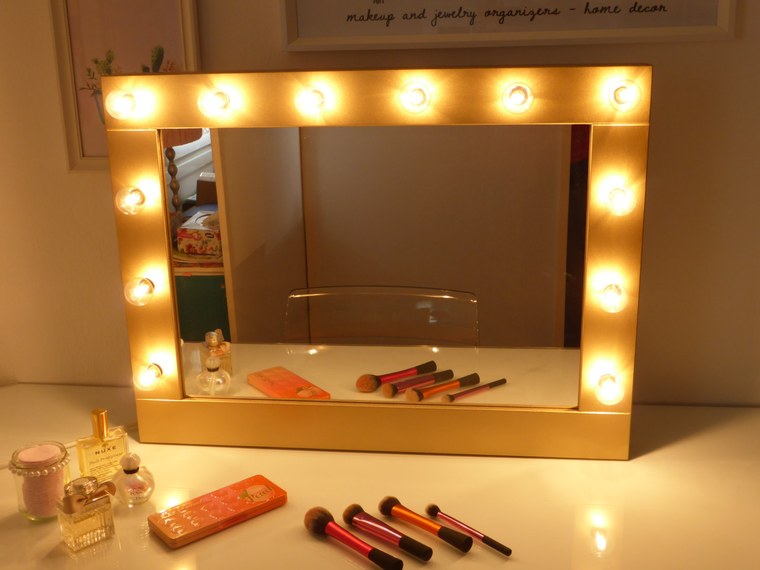 Image of: Vanity Mirror With Led Lights Makeup