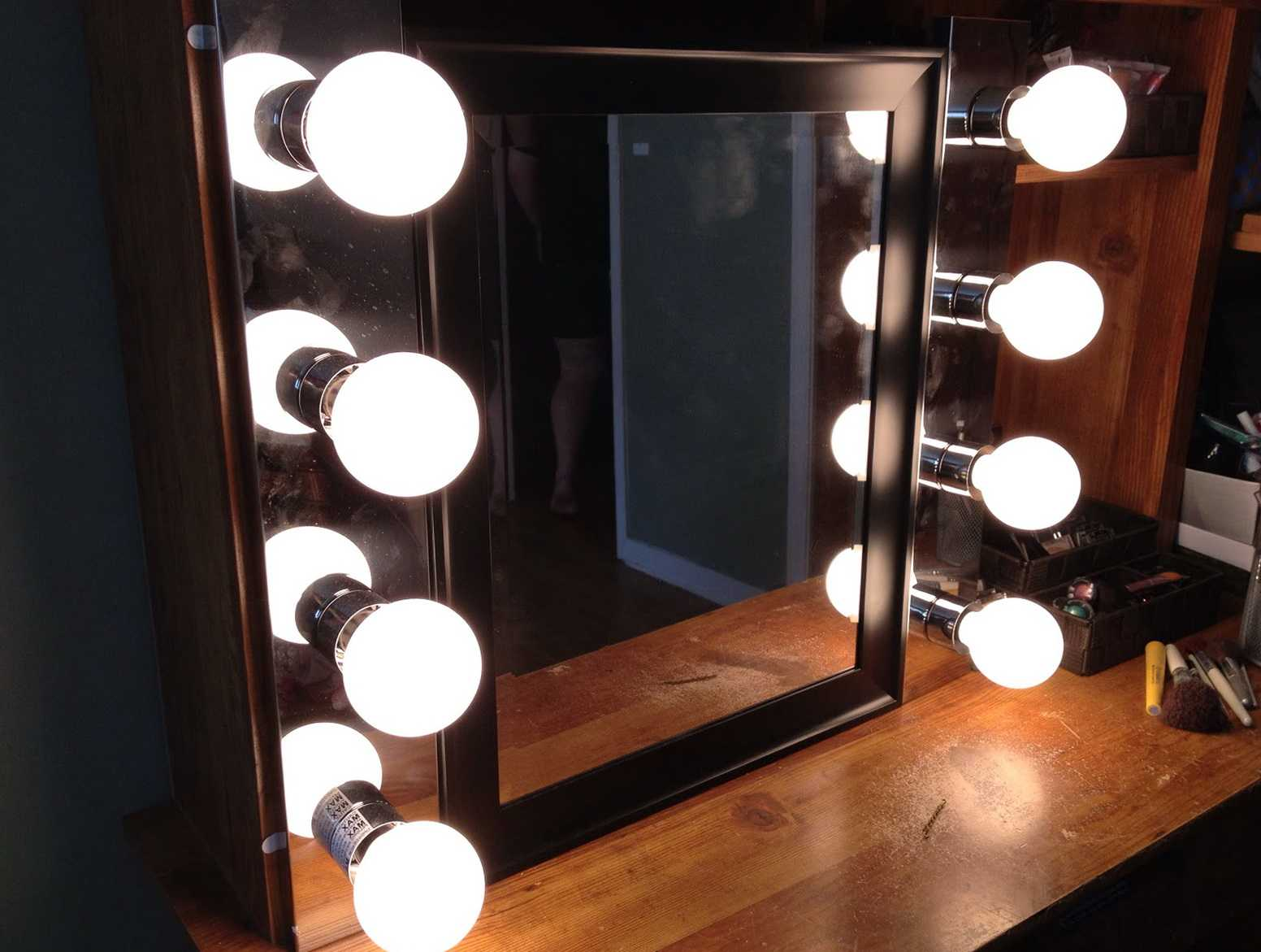 Picture of: Vanity Mirror with Light Bulbs Cheap