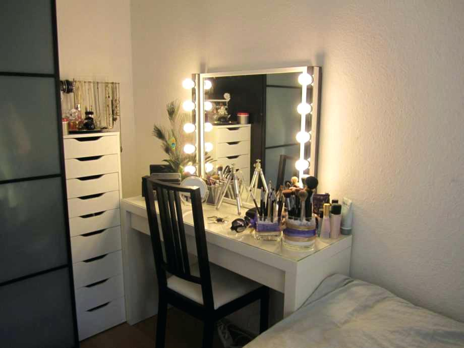 Picture of: Vanity Set With Lighted Mirror Ikea