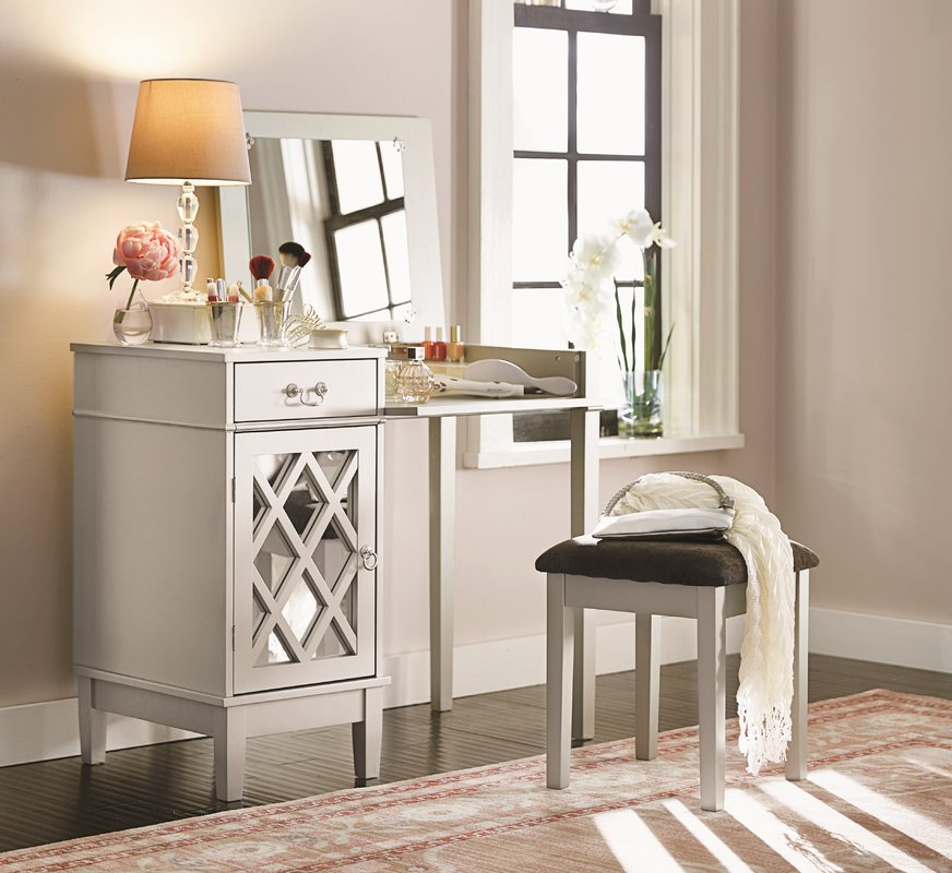 Picture of: Vanity Set With Mirror Design