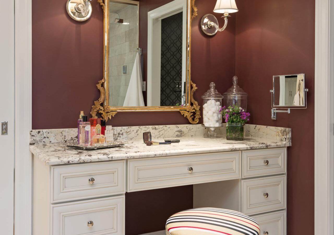 Picture of: Vanity Set with Lighted Mirror Bed Bath And Beyond