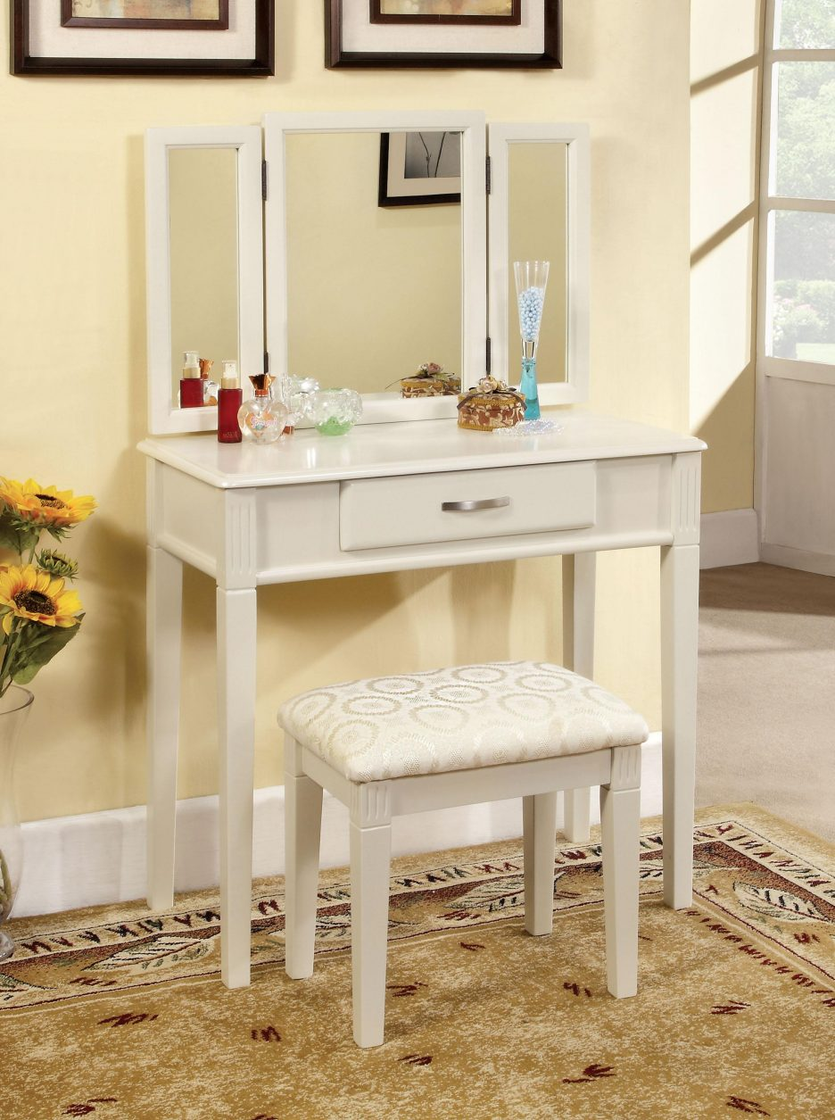 Picture of: Vanity Table With Lighted Mirror Makeup