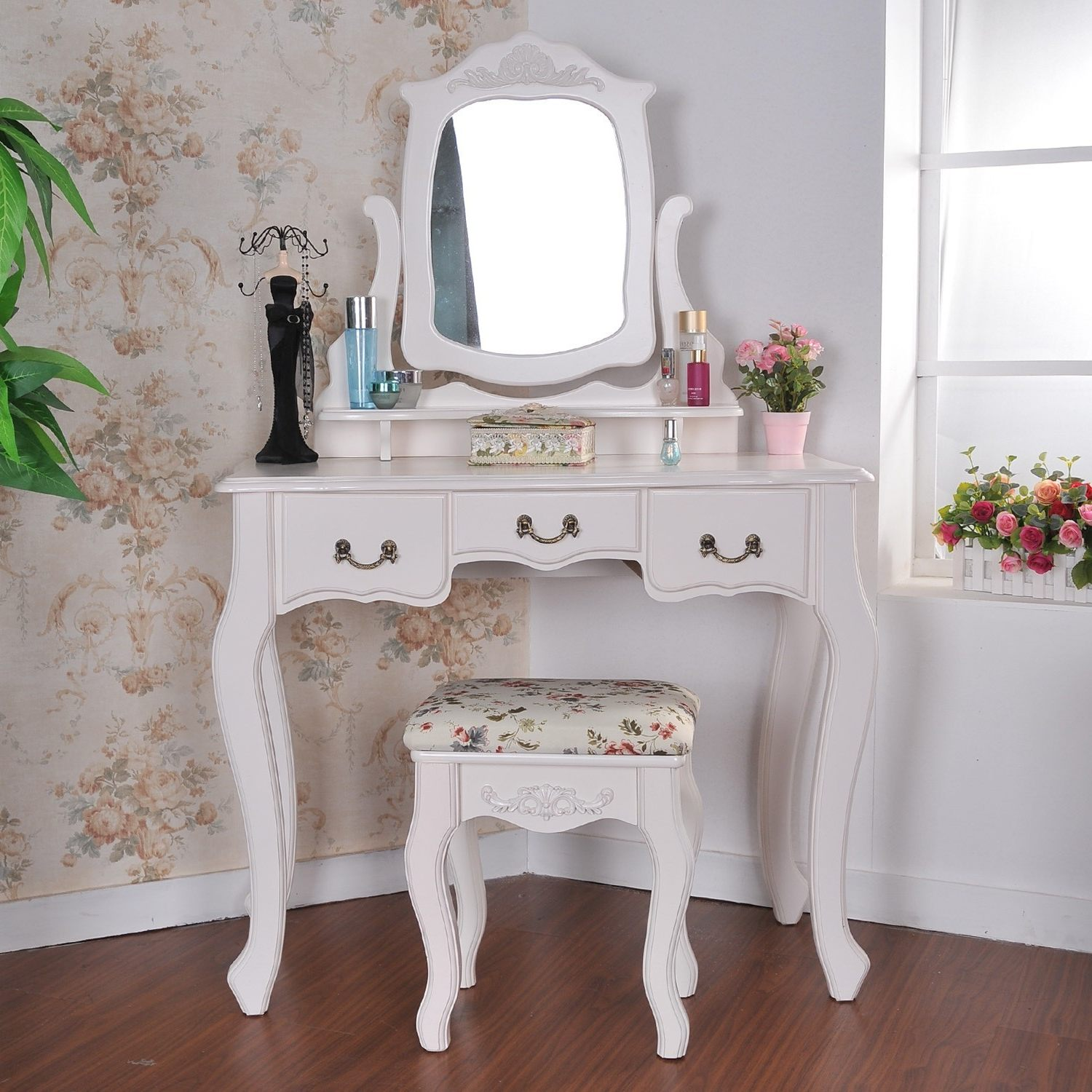Picture of: Vanity Table With Lighted Mirror Stool