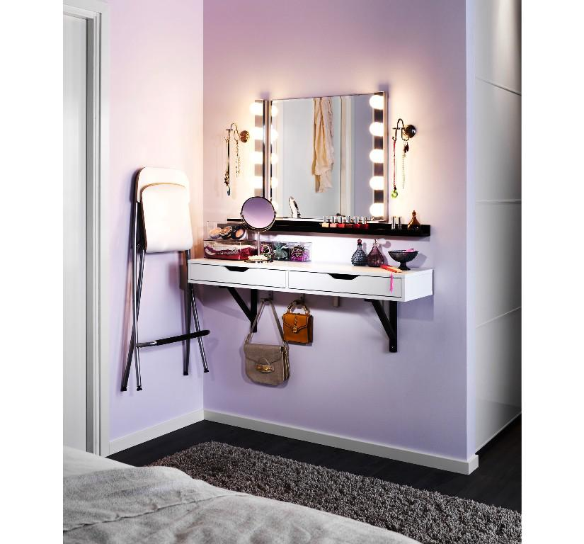 Picture of: Vanity Table With Lighted Mirror Wall