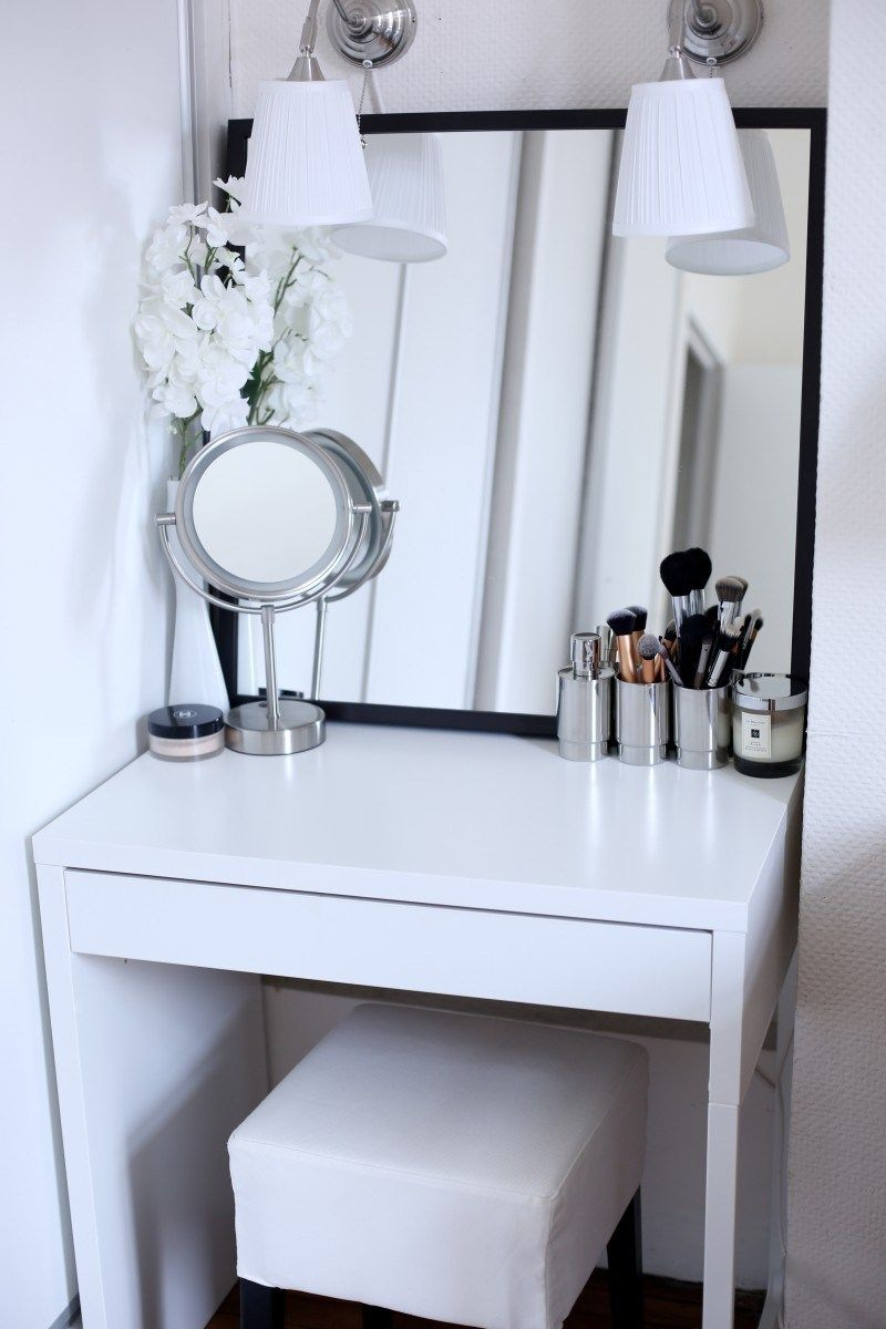 Picture of: Vanity Table With Lighted Mirror White