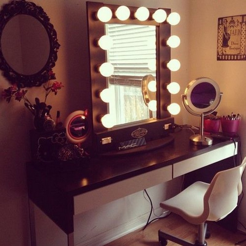 Picture of: Vanity Table with Mirror Lamps