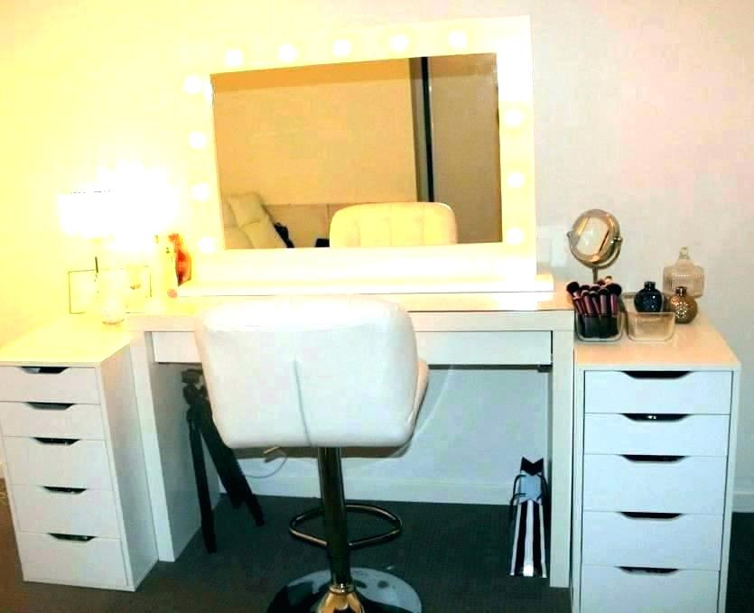 Picture of: Vanity Table with Mirror Light