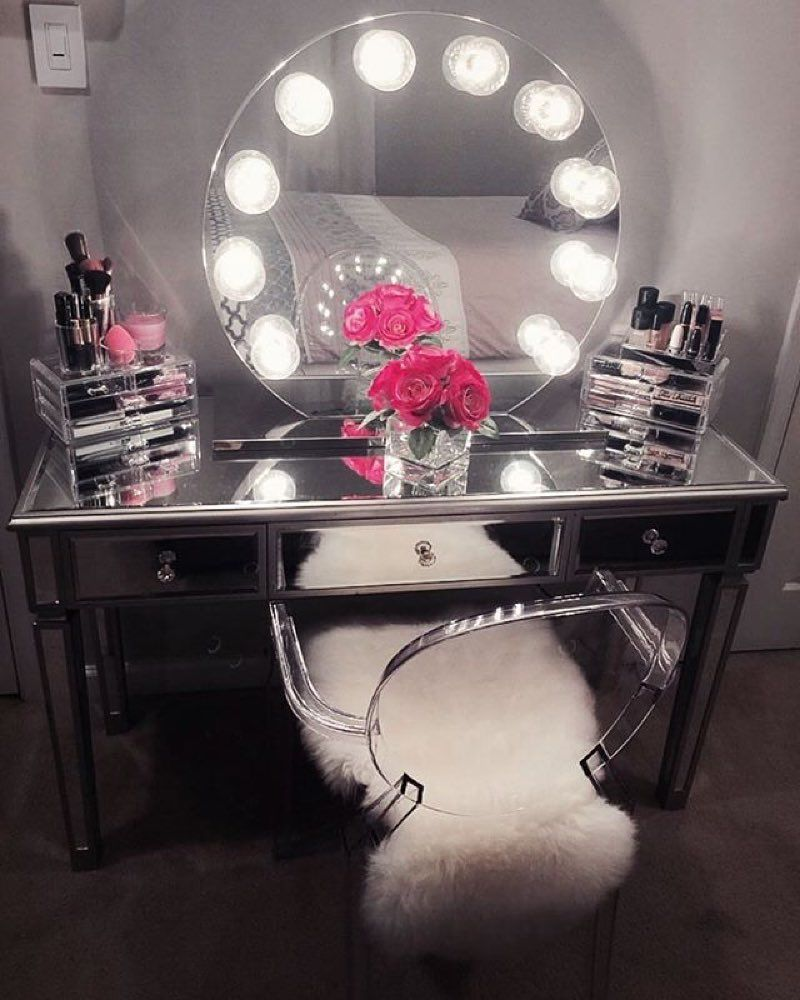 Picture of: Vanity Table with Mirror Round