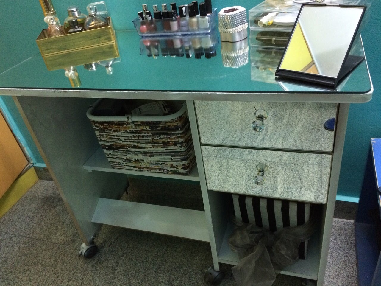 Picture of: Vanity Table with Mirror Small