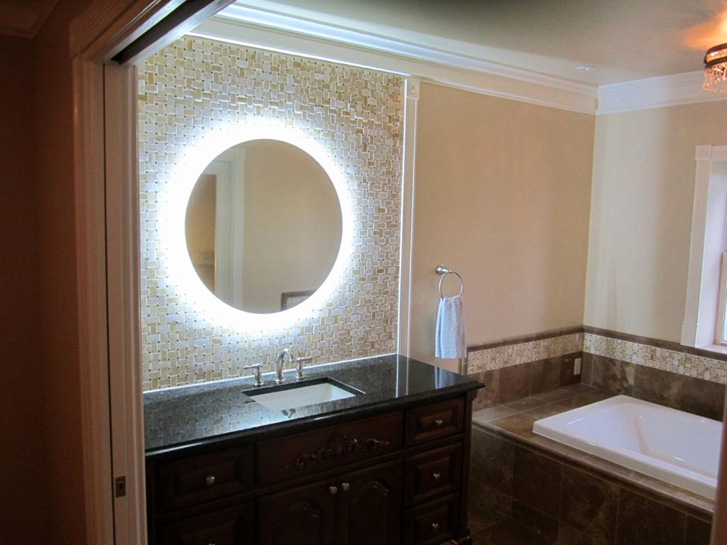 Picture of: Wall Vanity Mirror With Lights