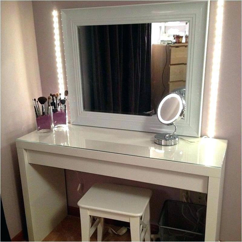 Picture of: White Bedroom Vanity Set Idea