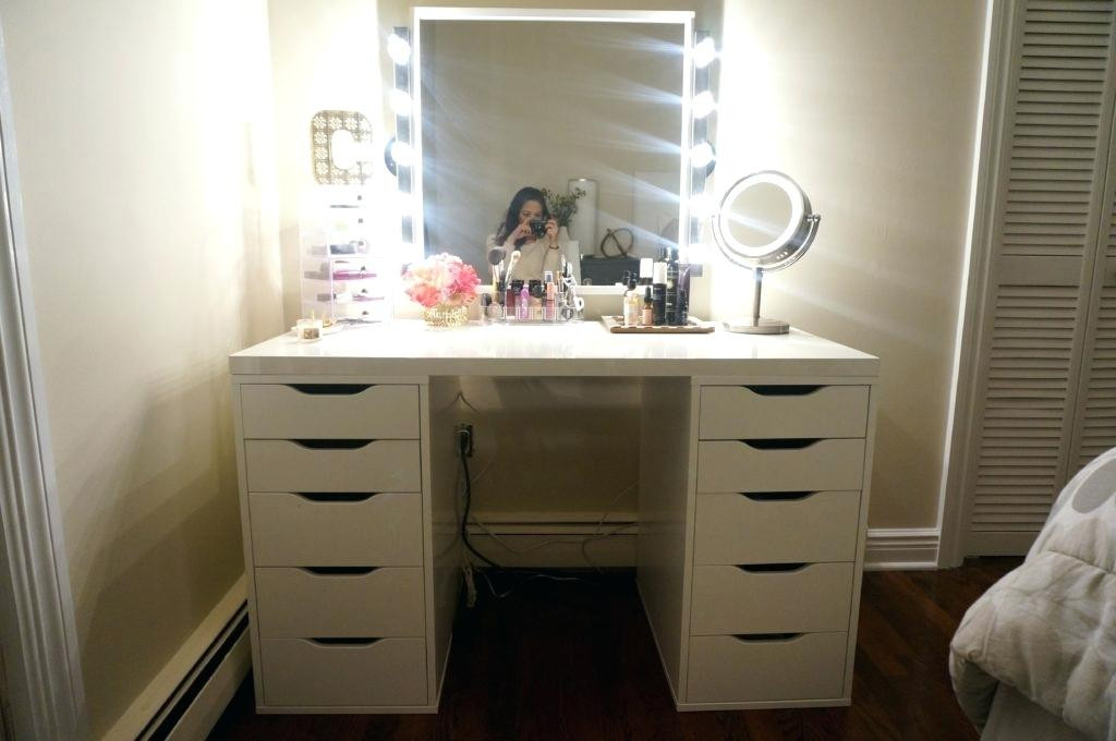 Picture of: White Bedroom Vanity Set Mirror