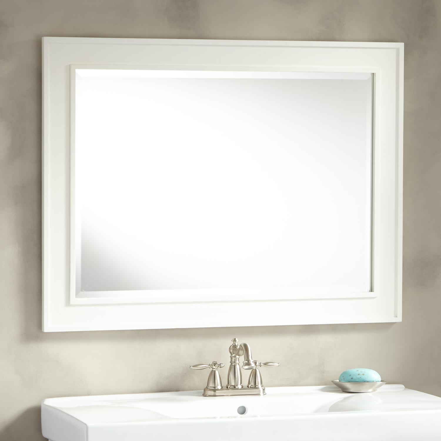 Image of: White Vanity Mirror Frame