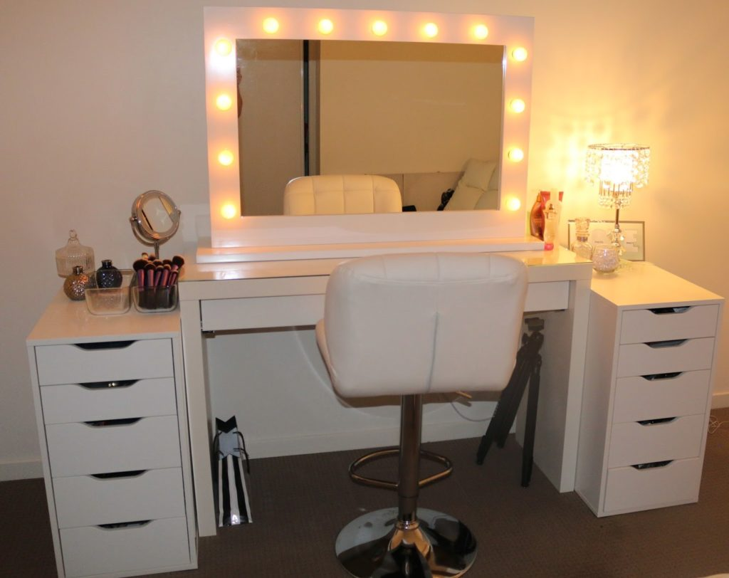 Image of: White Vanity Mirror Lights