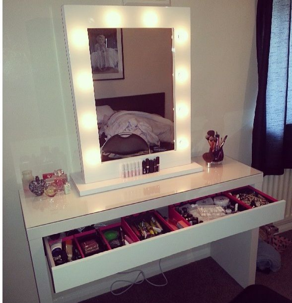 Image of: White Vanity Mirror Makeup