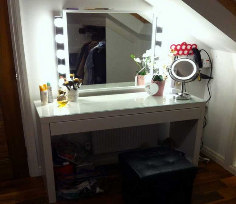 Picture of: White Vanity Set With Lights